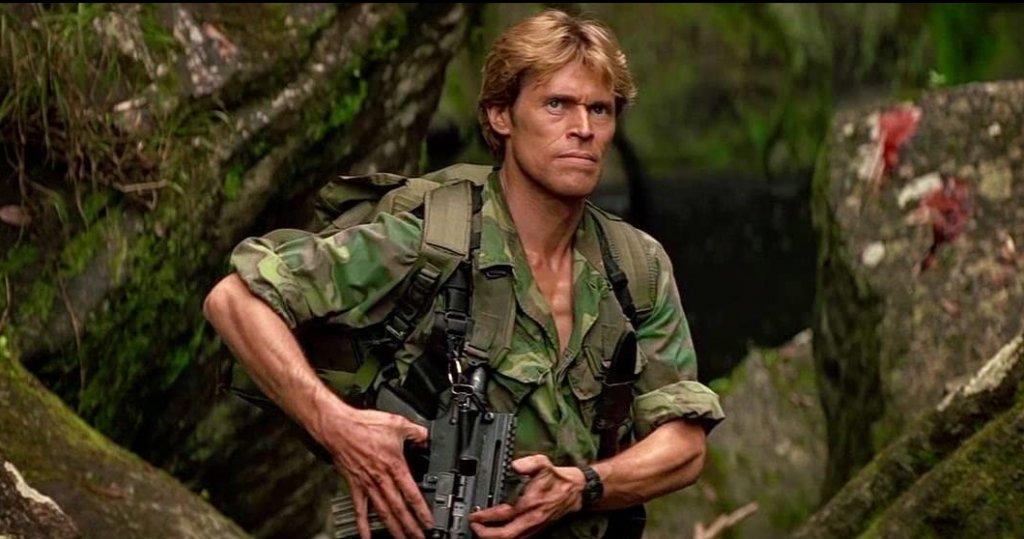 """Clear and Present Danger / """"Реална опасност""""  Джак Райън (отново Харисън Форд) вече се е издигнал до заместник-директор на ЦРУ, който трябва да се справя със конспирация в собствената си агенция и в същото време да се пребори с колумбийски наркокартел. Сам по себе си филмът е по-малко динамичен от предишните два и страда от деветдесетарските екшън клишета, където лошите задължително са южноамерикански наркотрафиканти, изиграни от едни и същи стереотипни актьори. Все пак лентата съвсем не е лоша, а пък Уилям Дефо се представя изненадващо добре като коравия бивш """"тюлен"""" Джон Кларк, който е не по-малко важен герой във вселената на Кланси."""