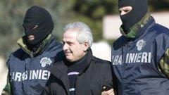 Мафията печели в кризата, тъй като само организираната престъпност разполага с огромни суми кеш, които да инвестира в легални бизнеси. Въпреки арестите на членове на Ндрангета, калабрийската мафия си остава най-проспериращата в Италия