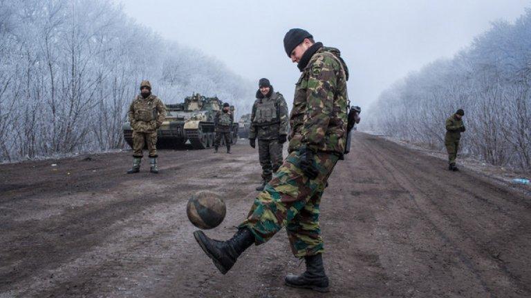 И двете страни ежедневно се обвиняват за нарушения на примирието от Минск