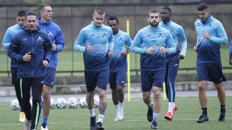 Българското първенство може да спре при още два отбора със заразени