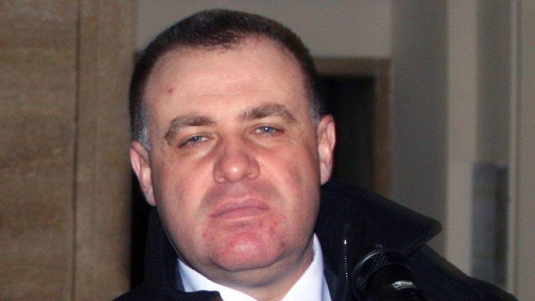 Министърът на земеделието и храните Мирослав Найденов лично оглави акциите срещу водата в пилешкото, шумно разгласени в аванс
