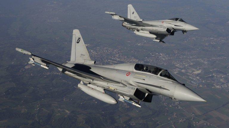 """Предлаганите от Италия Eurofighter Typhoon са модел Tranche 1, Block 5. Произведени са между 2004 и 2008 г., които ги прави """"почти нови"""", по думите на генерал Румен Радев. Машините са налетели средно едва 1100 часа от общия им ресурс от 8000 часа.Проблемите с тази опция са няколко и са свързани до голяма степен с нейните предимства. По същество Eurofighter е конструиран с ударение върху възможностите му за борба с противникови изтребители. Така машината има изключителна маневреност, мощен радар и въоръжение, давайки й сериозни чисто изтребителни възможности. Интегрирането на способности за борба със земни цели обаче върви по-бавно и в момента това е един от големите недостатъци на Eurofighter. Друг минус е високата цена на техническата поддръжка."""
