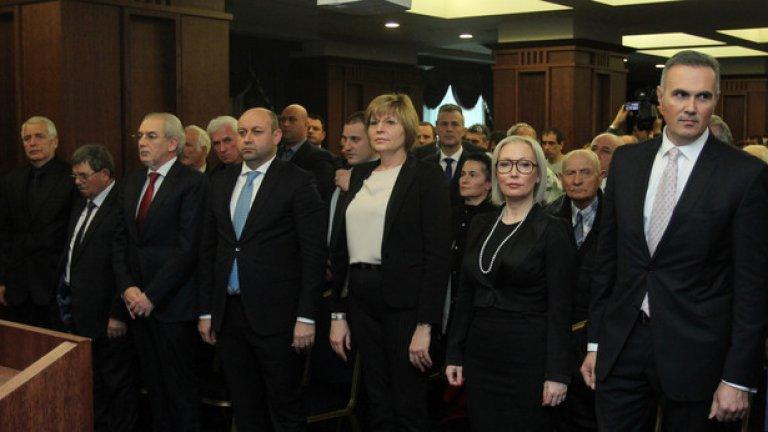 Сред учредителите на ДОСТ са депутатите Айдоан Али, Венцислав Каймаканов, Мариана Георгиева, Хюсеин Хафъзов и Шабанали Дурмуш