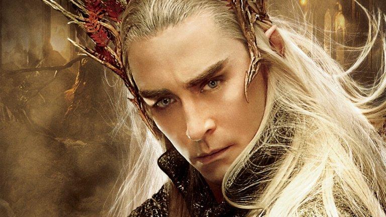 """Крал Трандуил (""""Хобит: Пущинакът на Смог"""" и """"Хобит: Битката на петте армии"""") Изигран от: Лий Пейс  Трандуил е владетел на елфическото кралство в гората Мраколес. В себе събира най-лошите черти на елфите, засилени неколкократно - той е арогантен и студен, държи се надменно дори с други елфи, а с представители на други раси може да е още по-груб. Стига, разбира се, те да не са фактор за постигане на целите му - тогава може да е ласкав и убедителен, но всичко това е една временна маска, изтъкана от лицемерие. Когато има опасност, предпочита да затвори границите на кралството си и да остави всички други да се оправят сами. На всичкото отгоре е и алчен, а ако съдим и по филмовата му версия - не особено разбиращ сина си баща."""