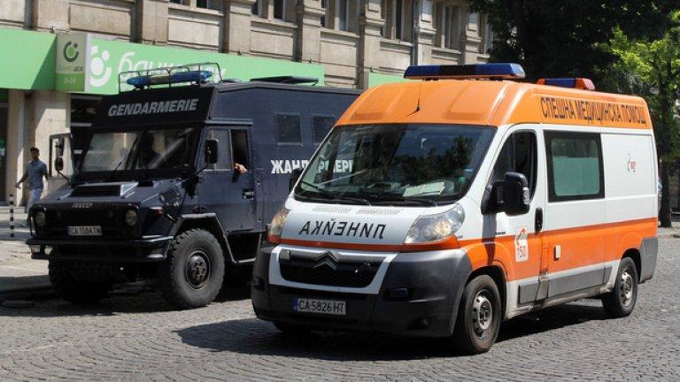 Екипът отказал на молба линейката да изтегли закъсала кола