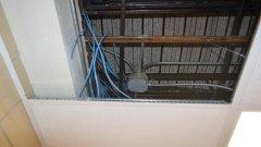 Мястото в тавана, където са били компютрите