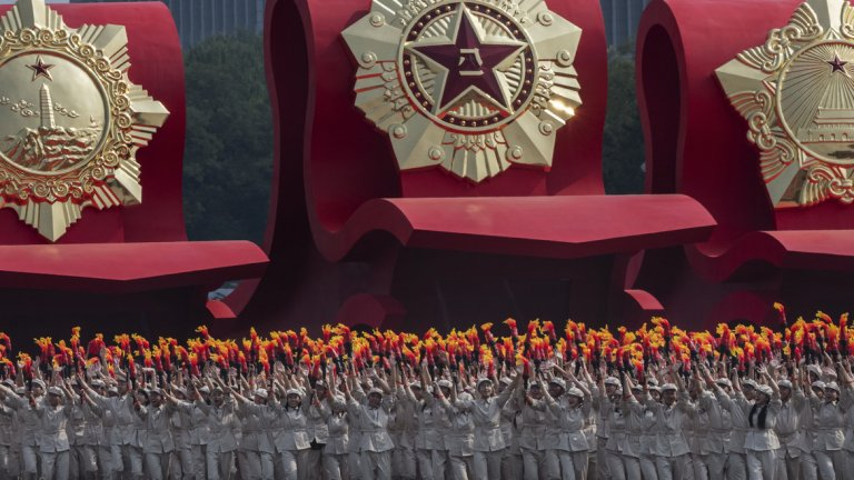 """Китай празнува 70 години комунистическа власт, а за Хонконг е """"Ден на скръбта"""""""