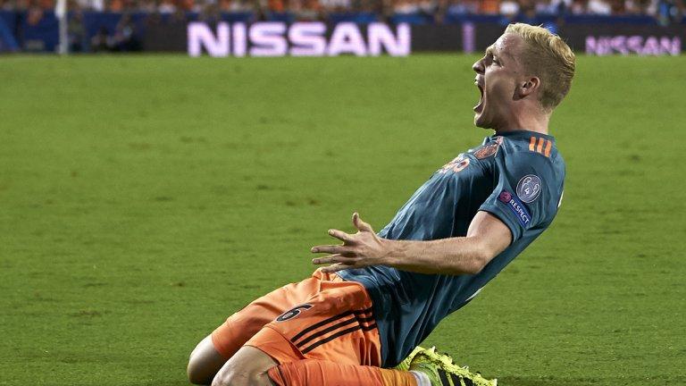 Дони ван де Бек е желан от Реал Мадрид, но остана в Аякс и снощи вкара третия гол срещу Валенсия