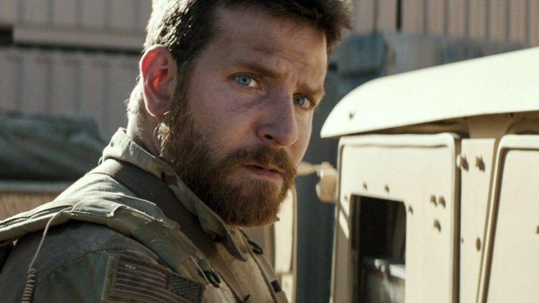 """""""Американски снайперист""""Клинт Истууд определено успява да извади най-доброто от Купър. Актьорът поема ролята на Крис Кайл – един от най-точните и смъртоносни снайперисти, които американската армия някога е имала. Кошмарът, на който той става свидетел в Ирак, обаче не може да бъде забравен и Кайл постепенно затъва в посттравматичен стрес, объркване и депресия. Филмът на Истууд съвсем очаквано носи номинация за """"Оскар"""" на Брадли Купър.   """"Американски снайперист"""" (American Sniper) в момента е наличен в платформата Amazon Prime Video."""