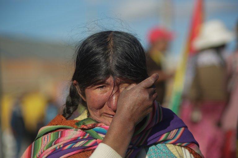 Жена от коренното население в Боливия протестира заради нов проект на Морелос за добив на масло на територията на нейното племе