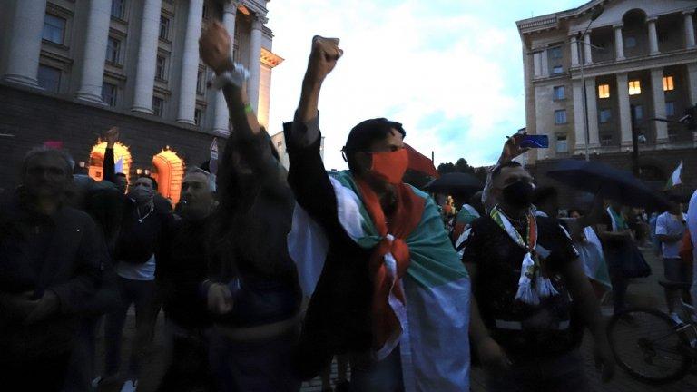 Протестиращите в столицата са по-малко, отколкото предишните дни.