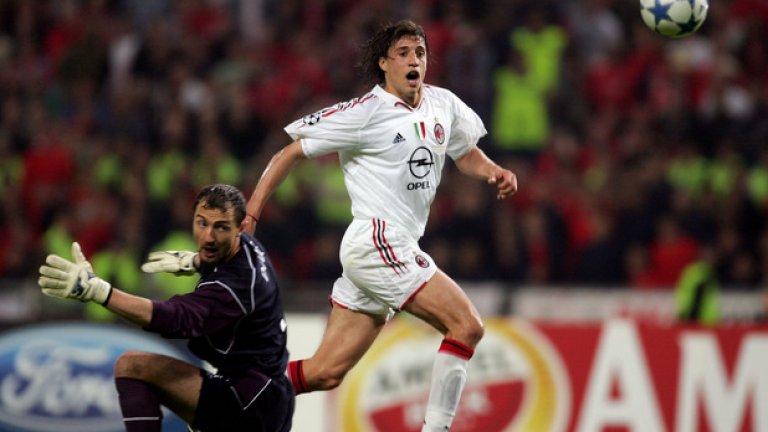 Милан бе невероятен, като машина. За 3:0 елегантно вкара  Ернан Креспо, който се виждаше герой с два гола във финала.