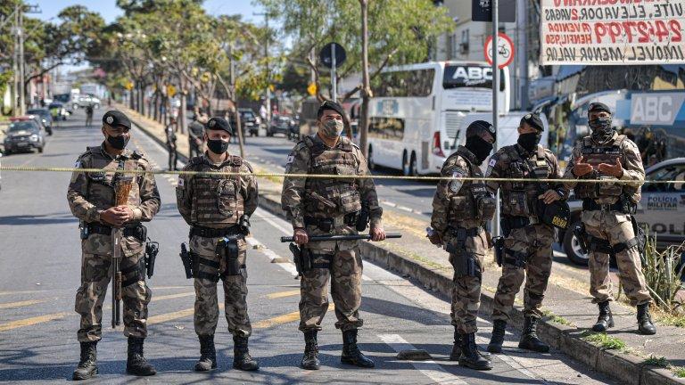 """Как САЩ """"удави"""" Бразилия с нелегални оръжия"""