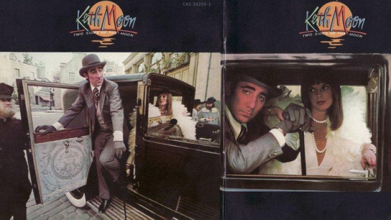 5. Two Sides Of the Moon (1975) – Кийт Муун  Легендарният барабанист на The Who винаги е блестял с таланта си, но не и с решенията, които взима. В момент, когато колегите му от бандата Роджър Долтри и Джон Ентуисъл вече са издали самостоятелни албуми, а Пийт Таунсенд е бил в процес на написването на своя, Муун също решава да се пробва.   И може би това щеше да е добра идея, ако той се беше заел да демонстрира нечовешките си възможности на барабаните. Вместо това Муун почти не хваща палките и вместо това се съсредоточава върху печално известните си вокални заложби, за да изчурулика серия от сърф рок кавъри с обща дължина 32 минути.  Критиците разнищиха Two Sides Of the Moon, феновете не си го купиха, а вие самите сигурно въобще не сте го чували. Но по някаква причина албумът беше преиздаден през 2006-а със зашеметяващите 41, да ЧЕТИРИДЕСЕТ И ЕДНА, бонус песни. Дори самият Кийт не би се сетил за толкова откачен ход.