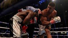 Съдията прекрати страхотния мач между Джошуа и Такам в 10-ия рунд