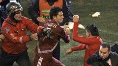 Загубата при изпълнението на дузпи на полуфинала на Копа Америка явно дойде в повече за венесуелците, които  си заформиха няколкоминутен дуел с футболистите на Парагвай