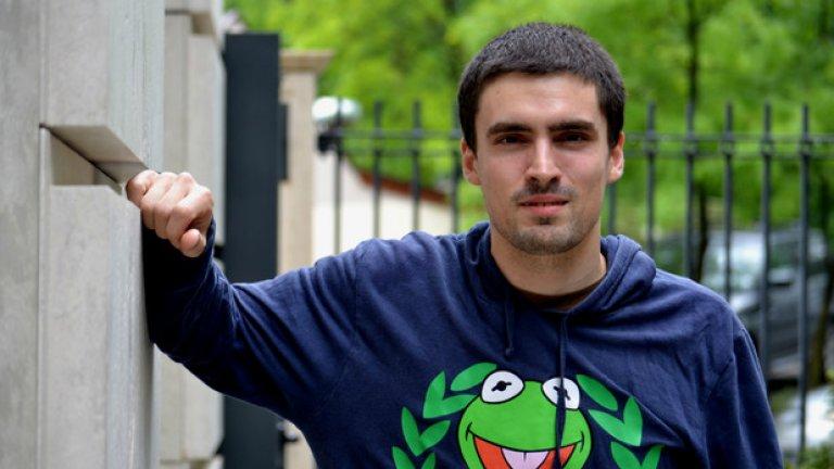 От моторите, през фотографията, до UX - това е пътят на Панайот Стоянов