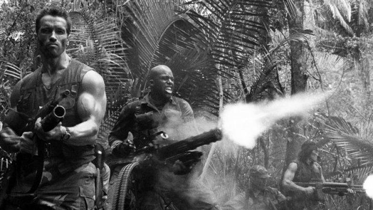 """В """"Хищникът"""" Шварценегер се бие срещу извънземно същество, но филмът е изключително автентичен, благодарение на зловещите мексикански джунгли, из които е заснет.   Снимките през 1986 г. биват прекъснати от по-съществен ангажимент на главния актьор - сватбата му с Мария Шрайвър"""