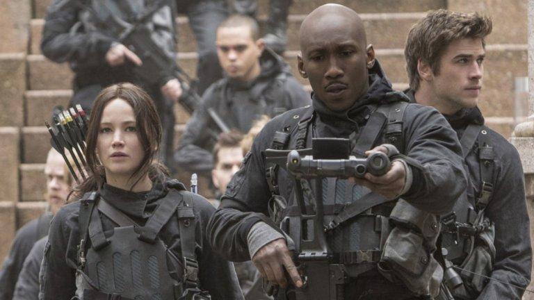 The Hunger Games: Моckingjay / Игрите на глада: Сойка присмехулка - Част 1 и 2 (2014-2015)  В дистопичната поредица, базирана на хитови книги, Али влиза в ролята на Богс - член на екип специални части.