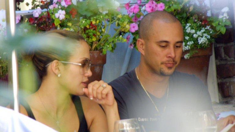 Крис Джъд и Дженифър Лопес Да си звезда има своите рискове -  за лукса да се разведе с танцьора Крис Джъд през 2002-ра (след около година съвместен живот) Дженифър Лопес трябваше да се раздели с 14 млн. долара.