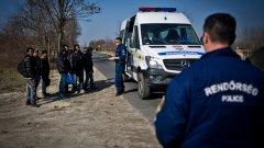 Миналата седмица унгарското правителство стартира строежа на 4-метрова ограда по протежение на 117 км от границата със Сърбия