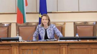 Коя е Ива Митева - новият председател на Народното събрание