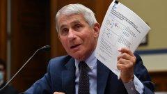 Главният медицински съветник на Белия дом призова за масова ваксинация и спазване на мерките