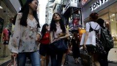 Младите, които не вярват в бъдещето, предпочитат да харчат парите си днес