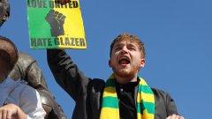 Фенове на Юнайтед гориха американско знаме в нов голям протест (видео)