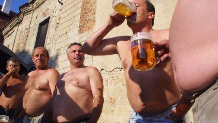 Не е само бирата, женският хормон също е виновен