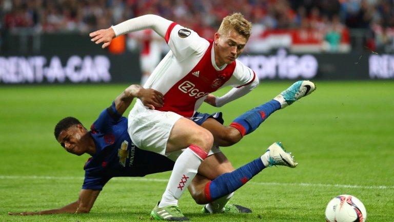 През май 2017-а, когато все още не бе навършил 18 години, Де Лихт бе титуляр за Аякс във финала на Лига Европа, загубен с 0:2 от Манчестър Юнайтед.