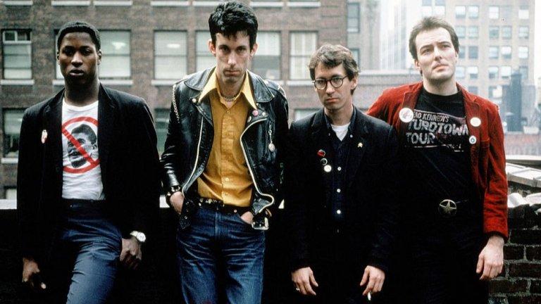 """Dead Kennedys (1978)  Пънк банда от Сан Франциско, изявявала се в същия регион, където по-късно възникнаха огромни траш имена като Metallica, Exodus, Testament и Death Angel. Dead Kennedys остават в историята като основополагаща хардкор пънк банда, предизвикала много противоречия с провокативните си текстове, натоварени с политически послания. Дейв Ломбардо от Slayer си е припомнял как веднъж Джеф Ханеман (китаристът и съосновател на Slayer, който почина преди 7 години) донесъл на репетиция касета на Dead Kennedys. """"Техният гняв беше направо нереален. Той зареди всички ни и искахме да пресъздадем тази енергия""""."""