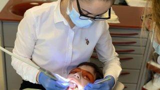 Децата при стоматолога – какво да знаем като родители
