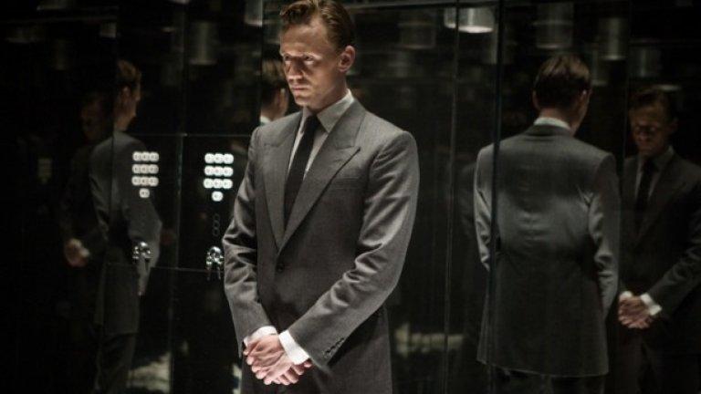 High Rise Сюжетът на този филм не би могъл да бъде по-подходящ за Кан: жителите на луксозен небостъргач обявяват война един на друг. Том Хидълстън изкачва социалната йерархия като Робърт Ленг, доктор, въвлечен в кошмар в духа на Айн Ранд, а Джеръми Айрънс играе архитект в алегоричната лента. Звездният състав на High Rise гарантира лъскава премиера само с покани. Със сигурност ще седи далеч от масите. Най-добре е да сте близо до изхода