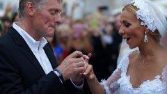 """Лускозният часовник на Дмитрий Песков на стойност 37 млн. рубли се оказа """"сватбен подарък"""" от Татяна Навка. Годишната заплата на Песков е малко над 9 млн. рубли."""