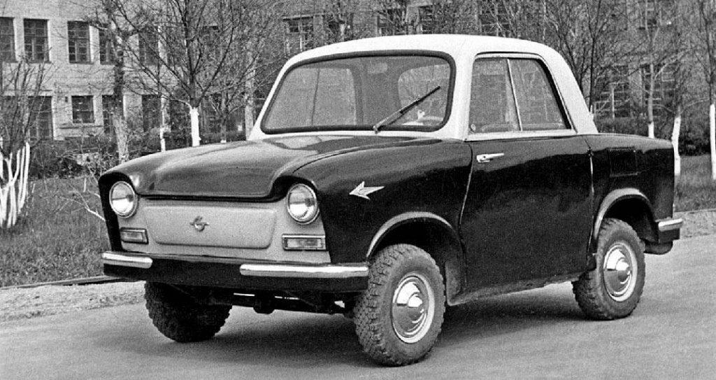 НАМИ 031Или ако производството на Smart е било поверено на съветския автомобилен институт (НАМИ) и то през 50-те години на миналия век. Тогава НАМИ излиза с концепцията за двуместен, крайно компактен автомобил за работническата класа. Под капака се крие двигател с 18 конски сили, който всъщност е взет от мотоциклет. В крайна сметка институтът си остава с една-единствена произведена концептуална бройка.