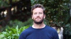 Актьорът не иска да остави семейството си, след като изтекли разговори в Instagram му приписват канибалски фетиши