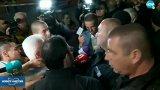 """Полицаи възпират влизането на лидера на """"Атака"""" в залата, която приютява Общинската избирателна комисия в столицата"""