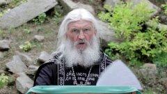 Той е бившо ченге, настоящ отец, а сега се заканва на руския президент