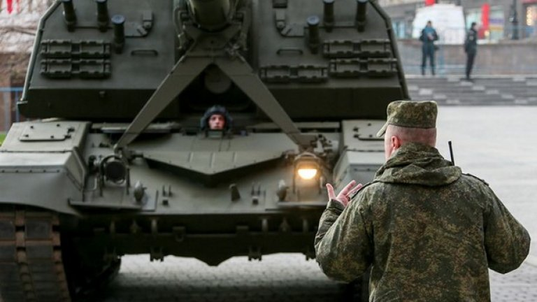 """В парада ще бъдат включени и пускови установки от подвижни ракетни комплекси """"Ярс"""", както и пет бронирани машини """"Тигър"""" с противотанков ракетен комплекс """"Корнет""""."""