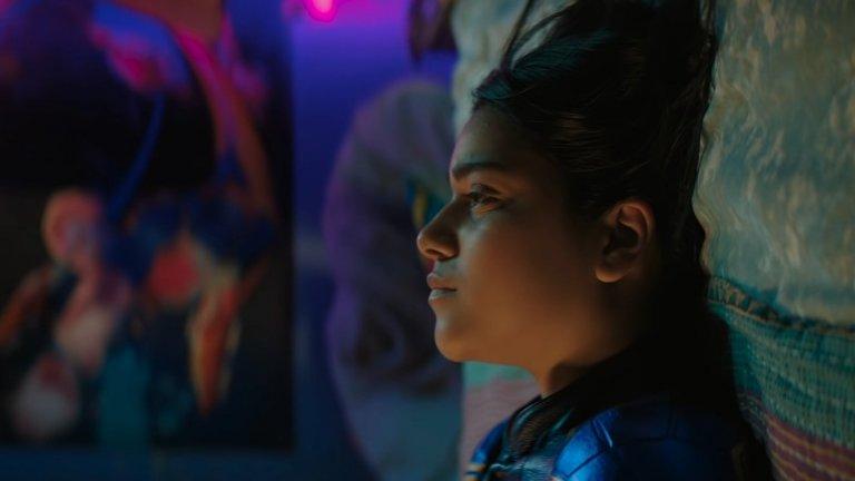 Ms. Marvel Къде: Disney+ Кога: краят на 2021 г. Още една тийнейджърка ще стане лице на Marvel в този сериал, който със сигурност се цели в по-млада аудитория, но все пак може да се окаже подходящ и за по-зрели зрители. В центъра на историята е Камала Кан - 16-годишна американска тийнейджърка от пакистански произход. Тя има богата фантазия и обича да си измисля фен фикшън истории за любимия си герой - Капитан Марвъл. Един ден обаче самата Камала се сдобива с необикновени сили...