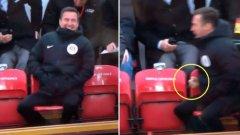 Радостта на този мъж, седнал на седалките, отредени за съдии, възмути доста потребители в Twitter. Но каква е истината?