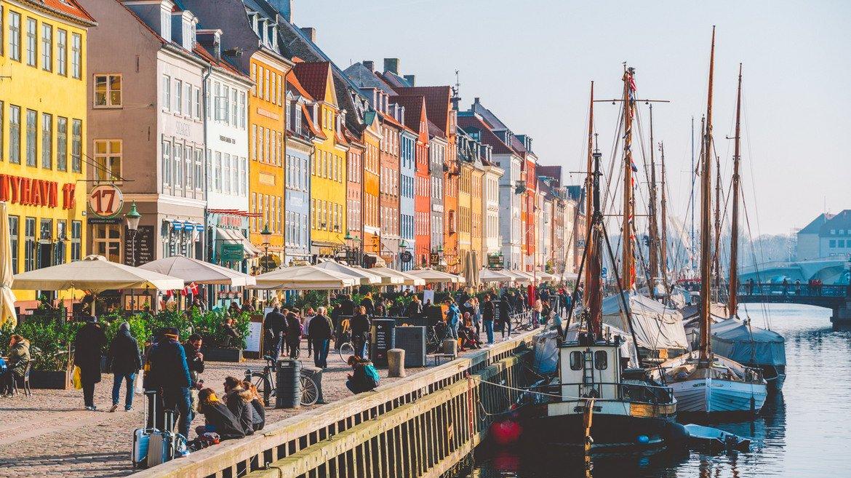 Дания  Според прогнозната карта за 2020 г. на International SOS – организация, специализирана в сигурността на пътуванията, Дания е сред най-безопасните страни за пътуване.