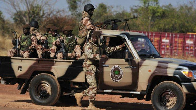 Заложническа криза с 13 жертви в Мали