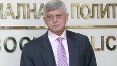 Това се налага след оставката на проф. Николай Петров