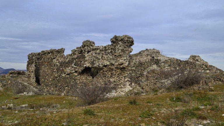 Някои от съхранилите се до днес стени достигат до 8 метра височина.