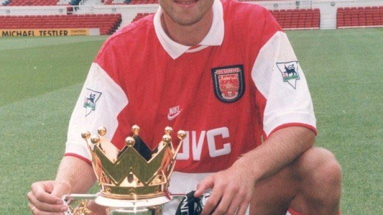 През 1998 година Бергкамп спечели титлата с Арсенал