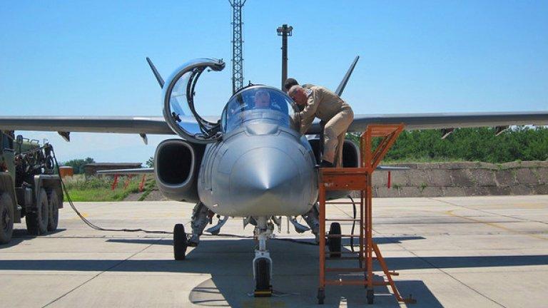 """""""Концепцията на Scorpion е проста. Самолетът може да върши 80 - 90% от масовите задачи, които се дават на бойната авиация днес. Разбира се, сериозните държави имат нужда от изтребители от високи клас, като F-22 и F-35, но за държави с по-скромни изисквания той е напълно достатъчен"""""""