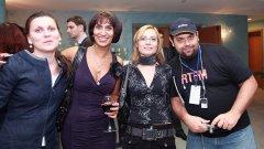 """Ирина Поррузиaн с част от екипа на """"Нетинфо"""" от края на 90-те на 10-тата годишнина на компанията"""