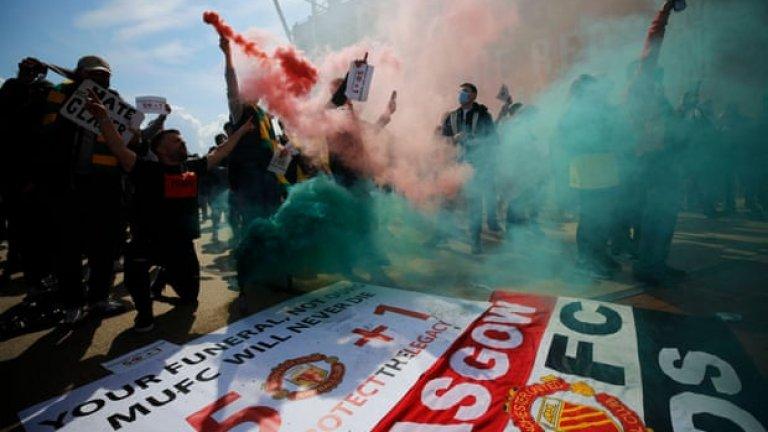 """Ексцесии на """"Олд Трафорд"""" отложиха дербито Юнайтед - Ливърпул (LIVE)"""